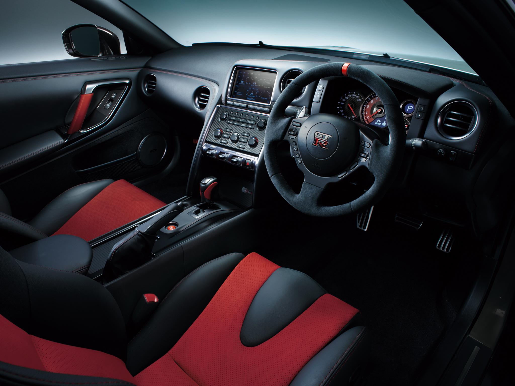 Красный салон Nissan  № 2584903  скачать