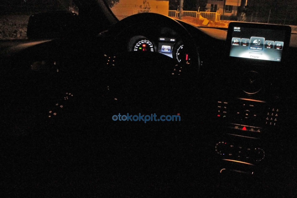 Yeni Mercedes A 180 d AMG Kokpiti