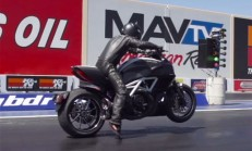 2015 Ducati Diavel – 2014 Chevrolet Corvette Stingray Drag Yarışı