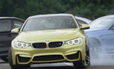 BMW M4 Drift Şovuyla M Serisini Selamlıyor