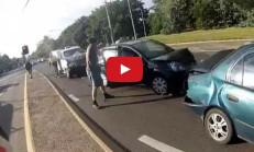 Motosiklet Sürücüsünün Ölümden Döndüğü Zincirleme Kaza Kameralarda