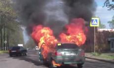 Otomobil Hareket Halindeyken Alev Alıyor!