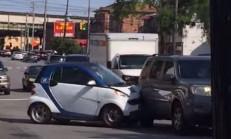 Bu Smart'ın Sürücüsü Kafayı Yemiş Olmalı