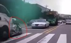 Otomobil ve Motosiklet, İki Kamyon Arasında Kalıyor