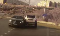 Virajı Alamayan Mercedes Sürücüsünün Korkunç Kazası