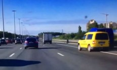 Uyuyan Caddy Sürücüsü Kaza Yapıyor