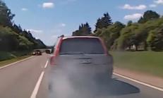 Volvo Sürücüsü Polisten Kaçmak İçin Duman Kullanıyor