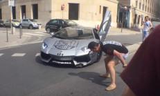 Aventador'u Kaldırıma Çarpan Adam Deliye Döndü