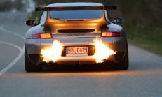 Otomobiller Egzozdan Neden Alev Atar?