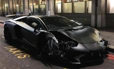 Londra Caddelerinde Yalan Olan Lamborghini Aventador SV