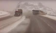 Virajı Alamayan Tır, Kar Küreme Aracını Uçuruma Yuvarladı