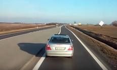 Trafikte Öfke Sorunu Olan Mercedes Sürücüsü