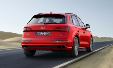 Yeni Audi SQ5'in Sahte Egzoz Çıkışları Pes Dedirtti