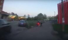 Polisten Kaçan Motorcuyu Bayan Çantasıyla Durdurdu