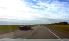 Hızlı Sürücü, Aracı Kontrol Edemeyince Takla Atıyor