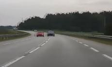 Hatalı Sollama Yaparken Polise Yakalanan BMW Sürücüsü