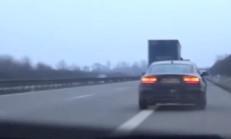 Otobanda Polisten Kaçan Audi A5, Kaza Yapıyor
