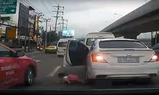 Araçtan Düşen Çocuğu Fark Etmedi!