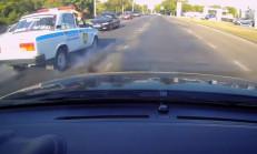 Hatalı Sollama Yapan Araç Polisle Çarpıştı!