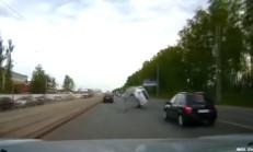 Açık Rögar Kapağına Düşen Araç Takla Attı