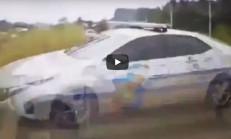 Kontrolden Çıkan Polis Arabası Kaza Yaptı