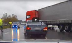 Polis'ten Kaçan BMW Sürücüsü, Tır Yardımıyla Yakalandı