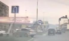 Billboard, Talihsiz Aracın Üzerine Devrildi