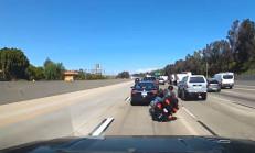 Önündeki Araç Ani Fren Yapınca Motosikletli Kaza Yaptı
