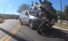 Virajı Alamayan SUV, Motosiklet Sürücüsünü Biçti!