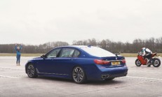 Hangisi Geçer? BMW M760Li – Ducati Panigale V4