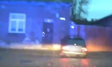 Polisten Kaçan Sürücü, Duvara Girdi