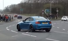 BMW M2 Sürücüsü Hava Atayım Derken Refüje Çıktı
