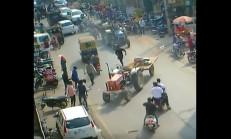 Sürücüsüz Traktör, İnsanların Arasına Daldı