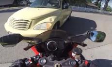 Yaşlı Sürücü, Motosikletlinin Üstüne Çıkacaktı!