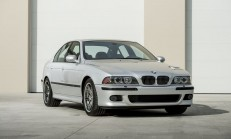 Sadece 700 Kilometre'de Olan 2002 BMW M5 İçin Servet Ödendi