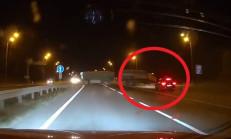 211 km/s Hızla Giderken Passat Variant'ın Önüne Tır Çıktı