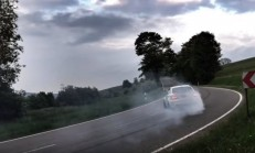 BMW 1M Coupe ile Doya Doya Drift Keyfi