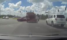 Kaza Yapan Pick-Up Kendi Etrafında Dönmeye Başladı