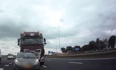 Tır Sürücüsü, Opel Corsa'yı Yoldan Çıkardı