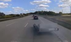 Aracın Treyler'i Çıkınca Tır Kaza Yaptı