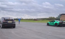 Hangisi Geçer? Lamborghini Aventador – Tesla Model X