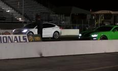 Tesla Model 3, Amerikan Kası Çalışıyor: Camaro, Mustang