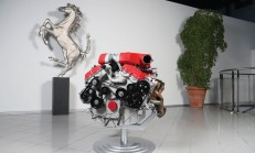 Ferrari FF V12 Motoru İster Misiniz?