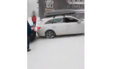 Audi A4 Karda Tutunamayınca Diğer Aracı da Yolundan Etti