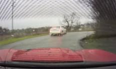 Çarpıp Kaçan Bayan Sürücü Yakalanınca Aracı Terk Etti