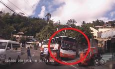 Frenleri Boşalan Otobüs Park Halindeki Araçları Biçti