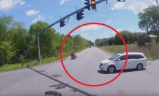 Honda Minivan Kırmızı Işıkta Geçince Tır Biçti