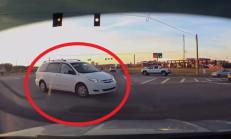 Minivan Kırmızı Işıkta Geçince Kaza Kaçınılmaz Oldu