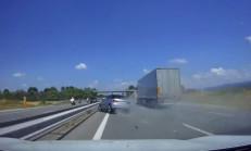 Şuursuz Şekilde Giden Audi A1 Kaza Yaptı