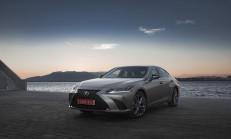 """Sınıfının En Az Yakan Aracı """"Lexus ES Hybrid"""" Oldu"""